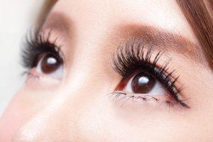 目尻の重瞼線