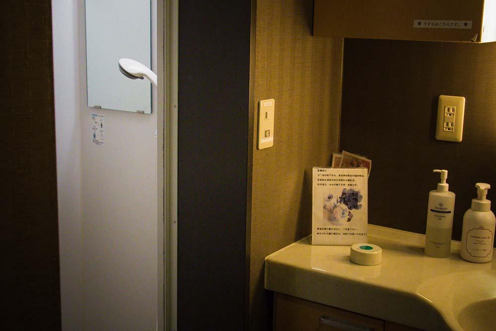 酒井形成外科のシャワールームの写真