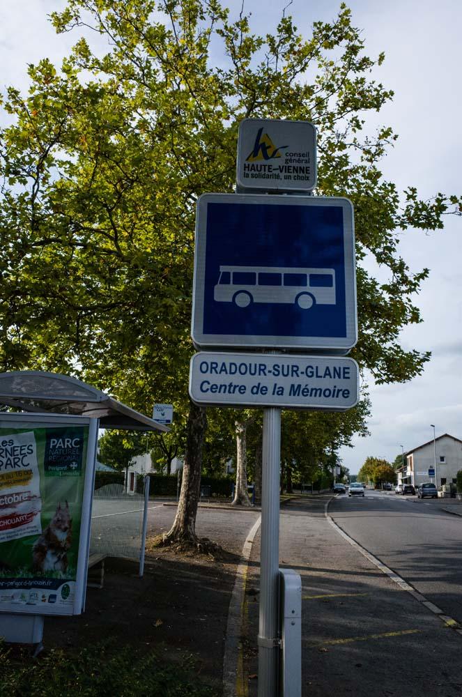 オラドゥール=シュル=グラヌのバス停