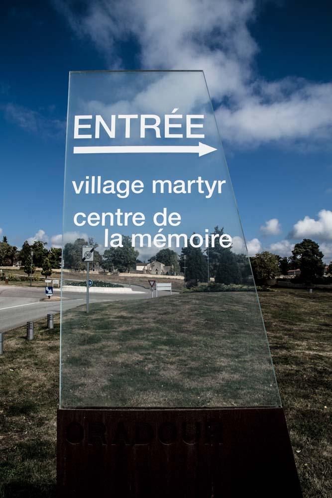 オラドゥール=シュル=グラヌのメモリアルセンター標識