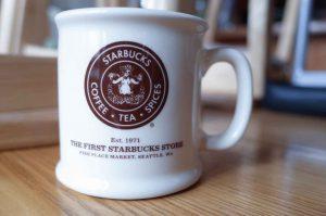 初代ロゴバージョンのマグカップ。