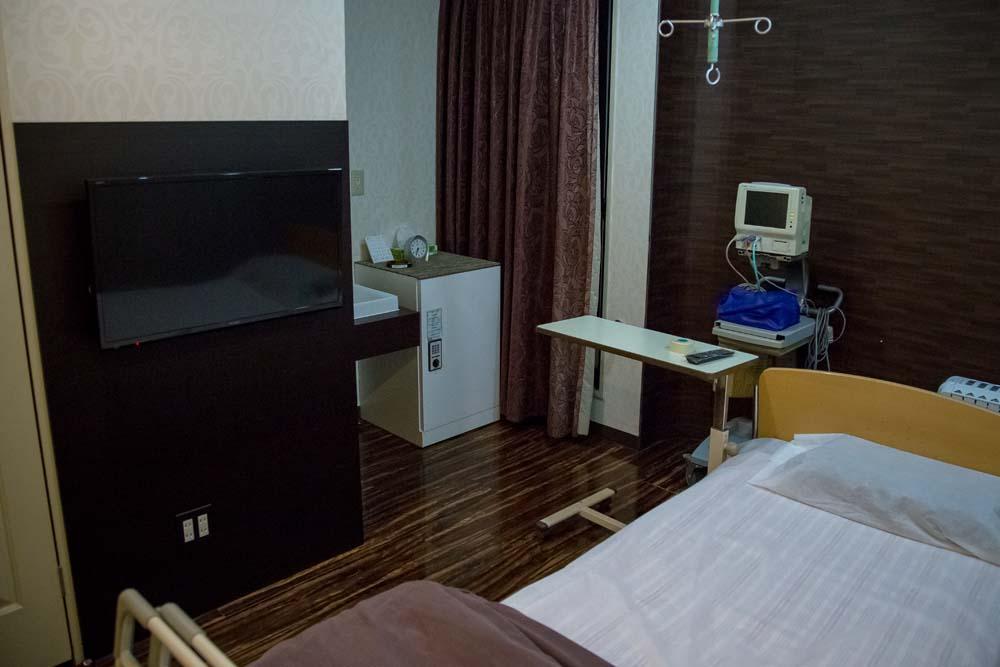 酒井形成外科の入院の個室